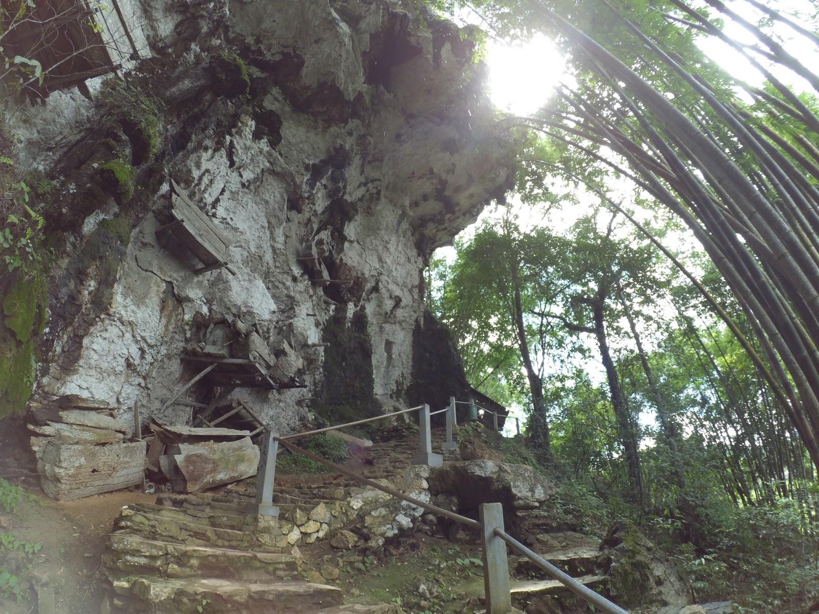 Menuju Goa Pemakaman di Toraja Selatan