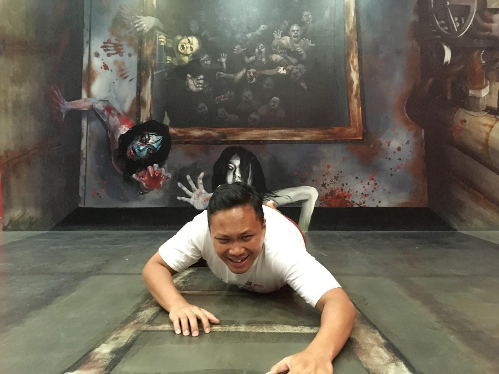 Diburu Zombie di zona horor Alive Museum Ancol