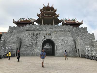Gerbang Masuk Menuju Patung Seribu