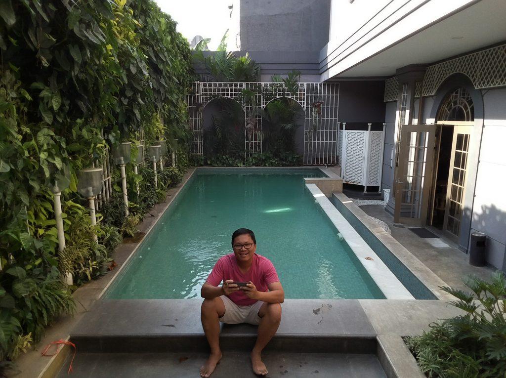 Kolam renang asri Park View Hotel Bandung