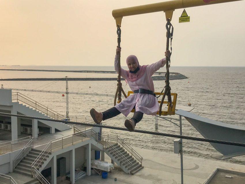 Extreme Swing di Gondola Ancol Jakarta